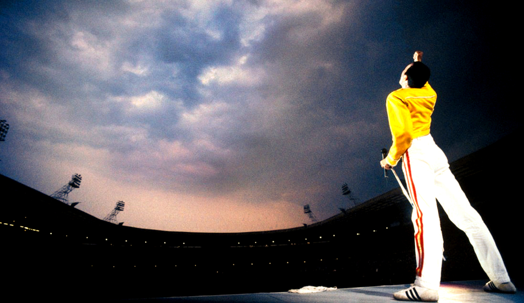 freddie-mercury-at-wembley